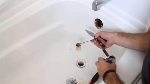 déboucher une baignoire