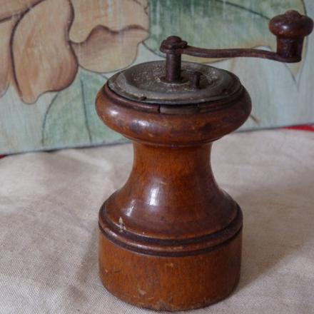 moulin a poivre ancien