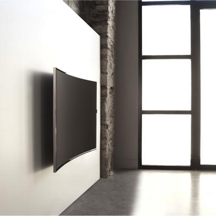 tv incurvée au mur