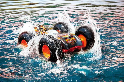 voiture télécommandée sur l eau